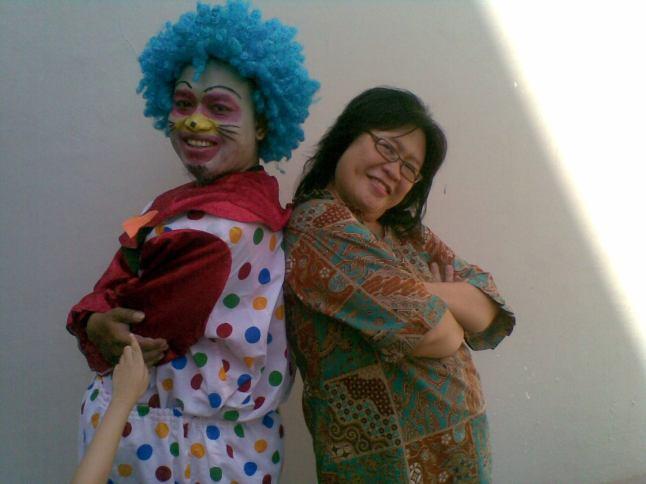foto bersama pak badut, di acara Lomba Ayat Hafalan Seru