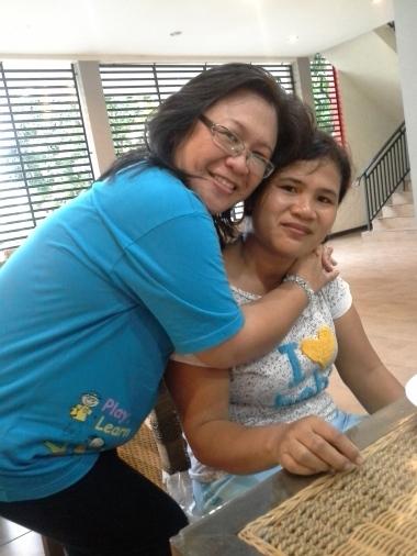 Berpose bersama peserta seminar di GKII Makassar, yang mana ibu pendeta ini menempuh jarak 24 jam menuju lokasi seminar menggunakan Bus...Waaauuuuu.