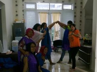 Suasana latihan Endless Love di rumah kami di Kendari