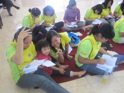 Suasana pengisian questioner Menjadi Guru SM yang profesional pada Ret-reat Guru ABI GBI Ambarawa