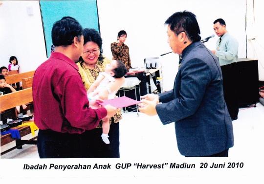 Melody Harvest Elnerd Widiono telah diserahkan pada Tuhan di GUPDI Madiun , Juni 2010
