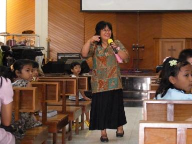 Sedang mengajar KAA di GUPDI Madiun