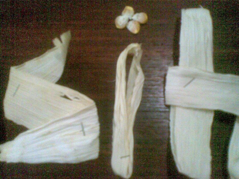 Huruf I dengan titik dari jagung