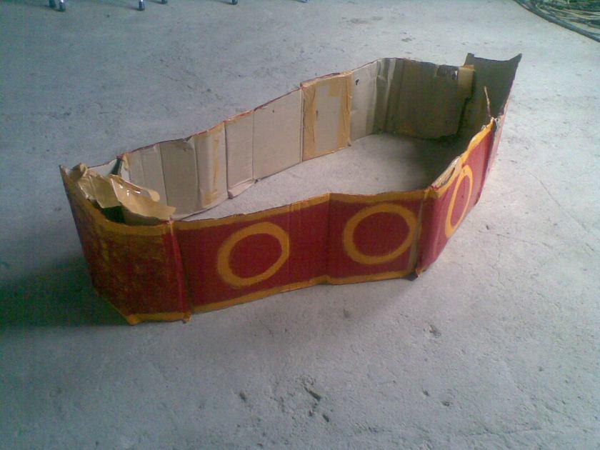 Perahu dari doos bekas
