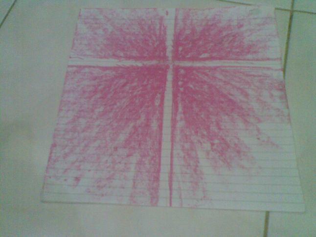 Salib yang memancarkan cahaya , cara membuatnya sama dengan gambar sebelumnya, hanya saja menggunakan satu warna saja.