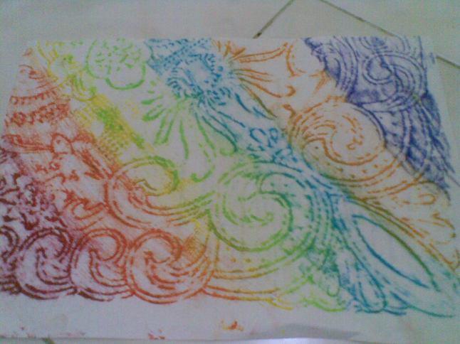 contoh kertas batik yang digores dengan multi warna