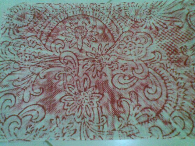 jiplaklah taplak timbul atau kain brokat di atas kertas bekas menggungakan goresan cryon (dalam contoh gambar ini, saya menggoresnya dari titik tengah ke berbagai penjuru).