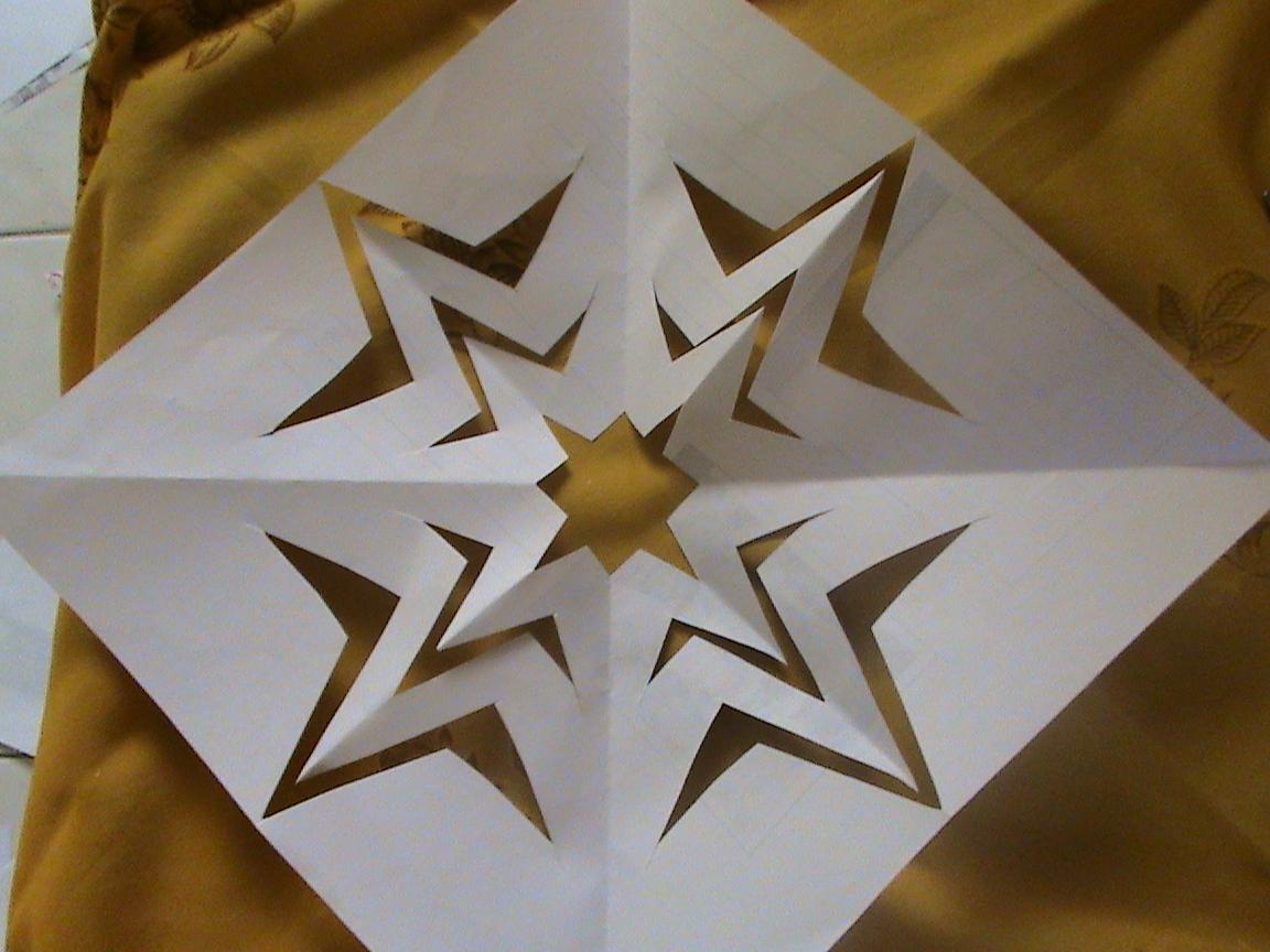 Seni menggunting dan metata kertas untuk gambar bintang