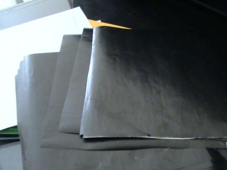 wiarna hitam terpaksa kita pakai kertas lain apabila pada kertas lipat yang kita beli tidak ada warna hitam, akan tetapi jangan memakai jenis kertas marmer seperti yang ada pada foto ini karena setelah saya coba tidak dapat di print karna terlalu tipis, anda bisa memakai kertas lain atau bisa beli kertas lipat yang ada warna hitamnya