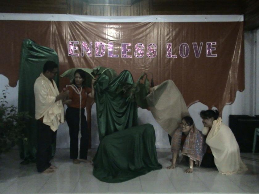 Contoh foto di awal , dilaksanakan oleh team guru, dengan judul Adam dan Hawa di Taman Eden