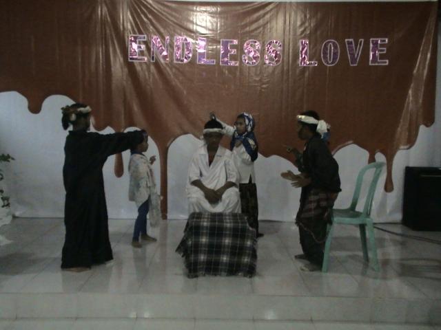 Kelompok 2 di bawah asuhan Ibu Eka, dengan Thema Yesus diurapi