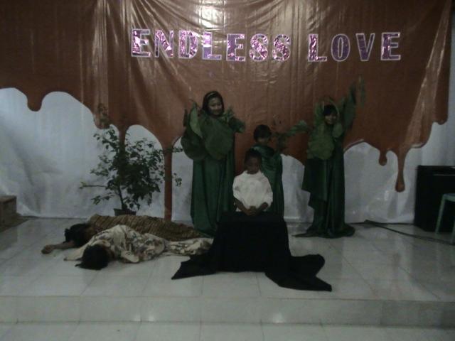 Kelompok 4, dibawah asuhan Ibu Neno dengan thema Yesus berdoa di taman getsemani