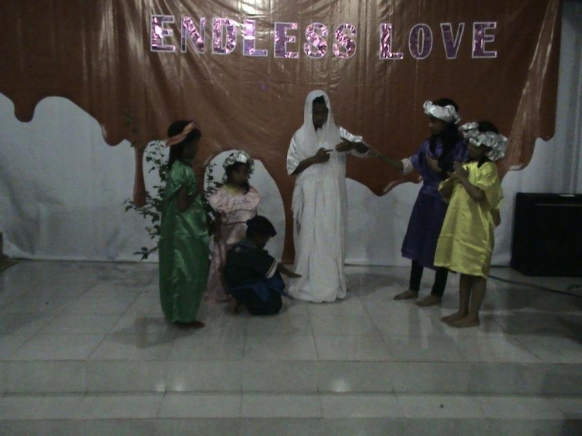 Kelompok 8 di bawah asuhan Ibu Yenny dengan thema Yesus menampakkan diri kepada Thomas