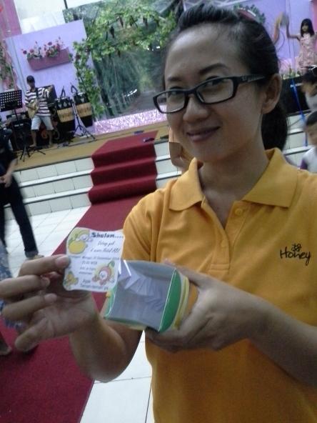 Ibu Guru Sebtiana Agustine berpose bersama undangan pop up !!