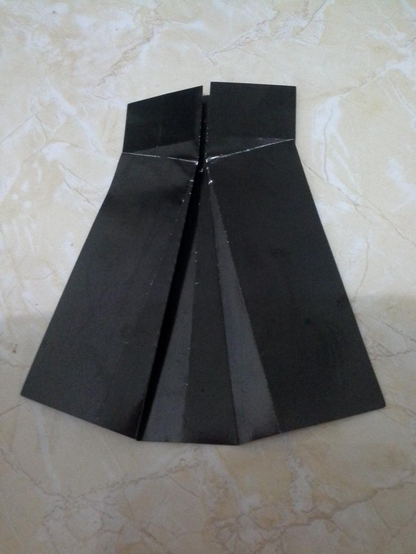 17. buat lipatan cubitan yang sama untuk sebelah kiri