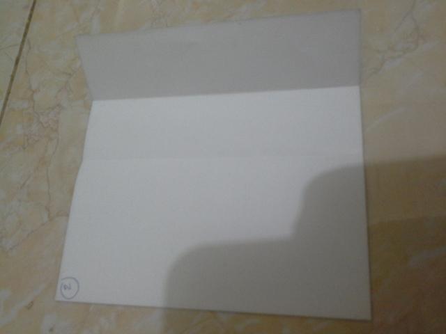 3. lipat sisi kanan ke garis tengah. ingat ,warna putih ada di bagian dalam