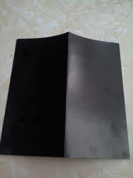lipat kertas origami menjadi dua