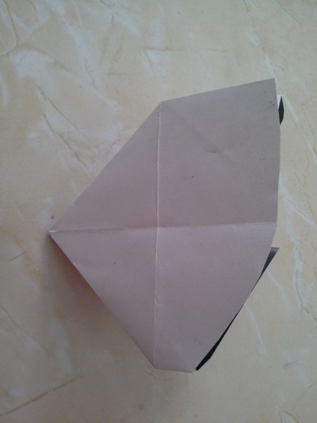 jika lipatan anda benar akan berbentuk seperti ini setelah dilipat
