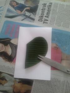Kira-kira seperti ini bentuk hati lipat dua yang telah diukur dengan perbandingan lebar kertas