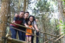 Bersama keluargaku, melayani Tuhan.
